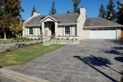 Utilizing Bomanite Imprint Systems, our colleague Heritage Bomanite transformed both the front and back yards at this Fresno, California home and the English Sidewalk Slate Bomacron pattern enhanced the cozy cobblestone cottage design while providing a durable and decorative driveway, walkways, and back patio.